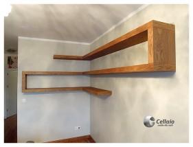 Półki na książki bez widocznych wsporników