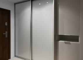 Szafy wnękowe z drzwiami przesuwnymi